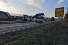 2019-11-19-2-Bus-steckt-fest-1